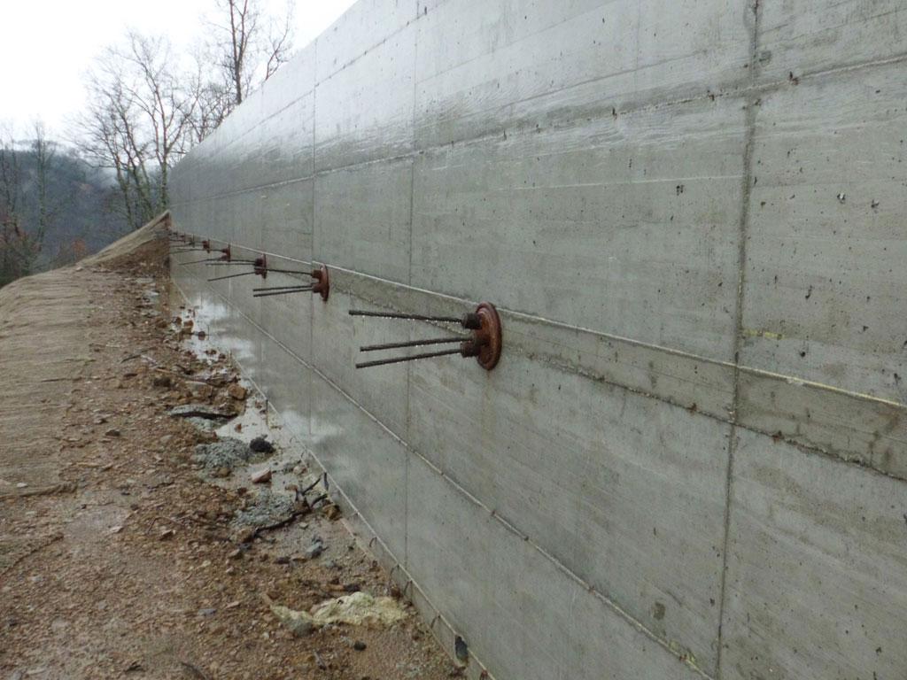 sistema di muri di sostegno con tiranti su pali
